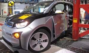 Краш-тест BMW i3