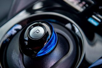 Есть ли коробка передач в электромобилях